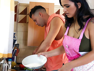 Latina Sex Tapes – Hot Latina Gives Ice–Cube BJ