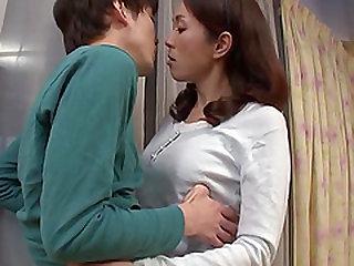 Wife Shizuka Akiyama stops vacuuming so she can suck his dick