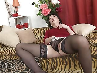 Mature mom Zelma suck and fuck young son