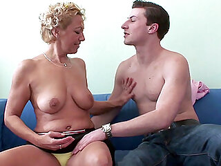 Herickova Miluska spreads her legs for a friend's hard dick on the couch