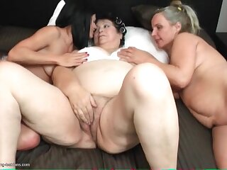 Mature BBW licks cunt and gets eaten out in a threesome