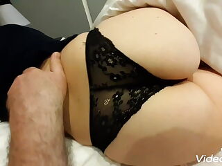 Lecco il buco del culo alla mia ragazza napoletana