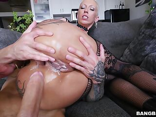 Short hair chick Bella Bellz in lingerie gets fucked balls deep