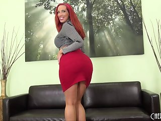 Curvy ass Kelly Divine shakes it and fucks a dildo