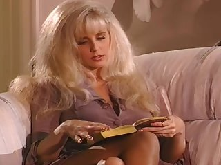Vintage hotties Julia Ann and Shelby Stevens play lesbian games